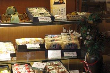 Местные сладости - традиционный подарок, который надо взять, если куда-то отправляешься