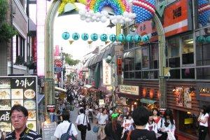 Начало улицы Такэсита