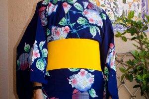 """""""Em Portugal, Shihoko veste os quimonos em eventos do Cha-no-yu (cerimónias de chá) e em exposições suas de pintura, fotografia e Ikebana (arranjos florais)."""" Shihoko organiza e participa nestes eventos desde 1983 como forma de dar a conhecer ao povo português a cultura do seu país."""