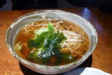 Hot soba in soup.