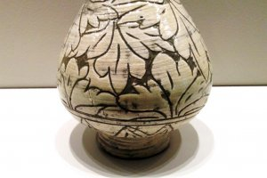 Detailed study of Peony leaves is botanical and abstract at the same time at the Museum of Oriental Ceramics Osaka