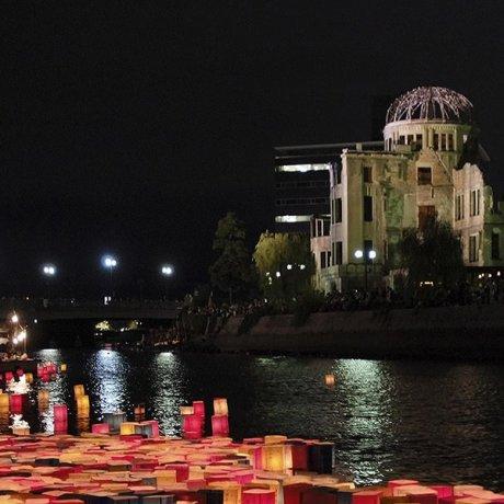 พิธี Hiroshima Peace Memorial และพิธีลอยโคมไฟ