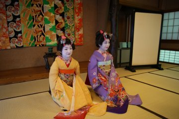After their dance, the maiko will then sit in seiza, and converse with customers