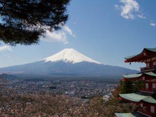 A vista clássica: o Pagode Chureito e o Monte Fuji