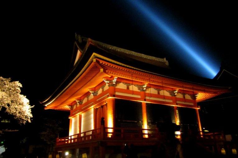 Sakura Light-up at Kiyomizu Temple
