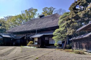 The main house with the imposing kayabuki yane thatched roof