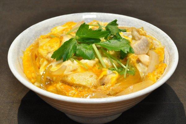 Oyakodon ข้าวหน้าไก่และไข่