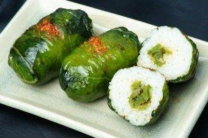 เมะฮะริ ซูชิ (Mehari Zushi) เป็นซูชิที่ห่อด้วยใบมัสตาร์ดทะคะนะดอง และสอดไส้ก้านทะคะนะดอง