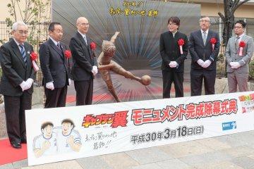 Ceremonia: la nueva estatua de Captain Tsubasa