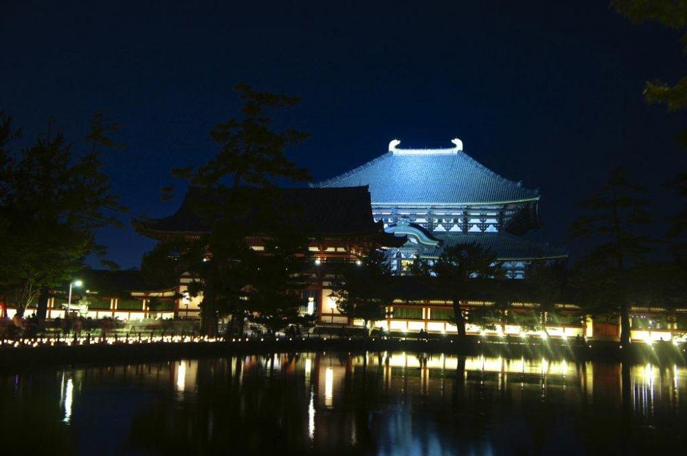 東大寺、夏のイリュミネーション