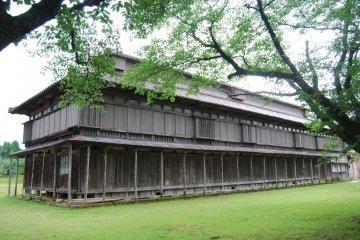Здания бывшей фабрики по разведения шелкопряда хорошо сохранились.