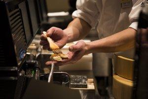 Persiapan sushi yang rumit