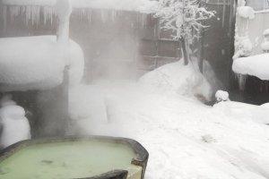 Frio e quente num único lugar no Zao Onsen no inverno