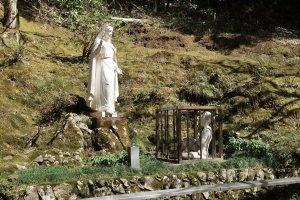 St Maria and Yasutaro in the sanjakuro
