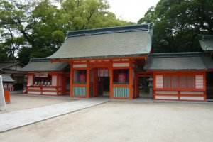 Niomon (entrance gate)