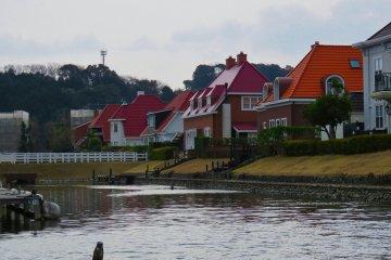 Жилые дома вдоль каналов