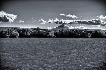 타마 호수와 먼 곳의 후지산