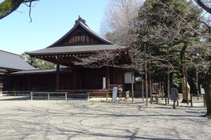ศาลาโนะงะคุโดะ (Nohgakudo) ซึ่งเป็นเวทีสำหรับแสดงโนะกลางแจ้ง