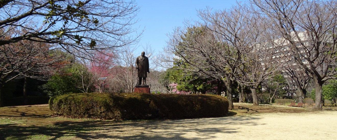 รูปปั้นภายในสวนสวนคิทะโนะมะรุ