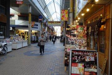 ภายในน่าเดินชอป มีร้านค้าหลากหลาย