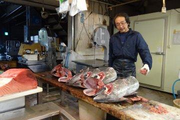 ปลาทูน่ากับพ่อค้าปลา