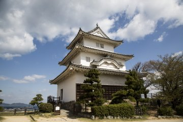 Marugame Castle is a cute, original castle on top of a hill