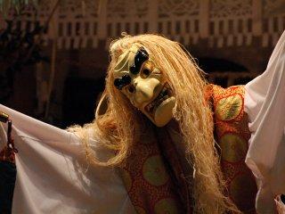 Первый танец, танец Тадзикарао