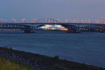 Edogawa jogging track: 'The bridge below the bridge view'