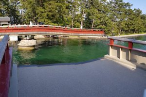 สะพานไคเซนเคียวอุ (Kaisenkyou ) สะพานหมุนสำหรับเปิดให้เรือผ่าน