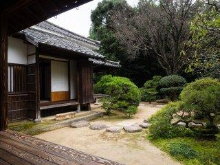 Главный дом с садом