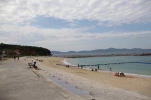Uruma City has dozens of kilometers of coastline along the Pacific Ocean