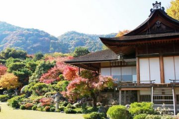 Another view of Okochi Sanso with mountain backdrop.