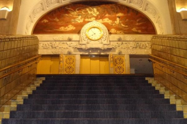 The gorgeous stairway leading up to the 2nd floor.