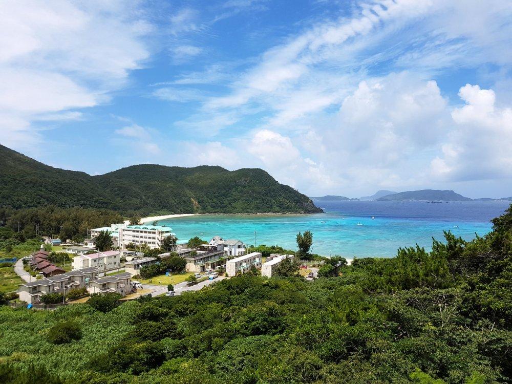 Pantai yang lebih kecil di Pulau Tokashiki ini akan memberikan kejutan menarik untuk Anda