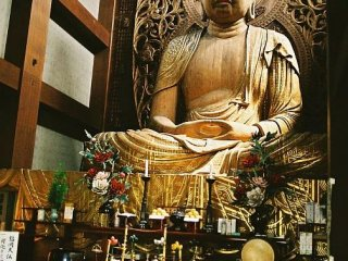 The largest wooden Buddha in Japan