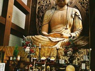 Tượng Phật bằng gỗ lớn nhất Nhật Bản