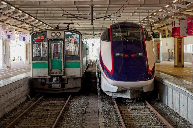 Từ Yamagata đến Akita bằng tàu hỏa.