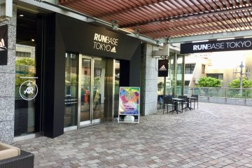 Check in at Runbase Tokyo for a stress-free running experience.