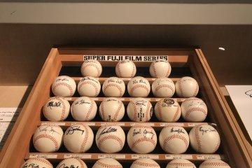 Signed baseballs by the dozen!
