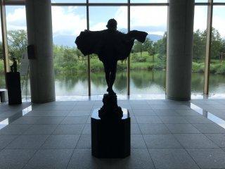 Vẻ đẹp của bảo tàng không chỉ nằm ở bên trong - xung quanh bảo tàng cũng rất ăn ảnh