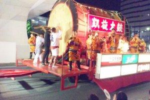 Drum Tsukuba bergema dengan ketukan besar