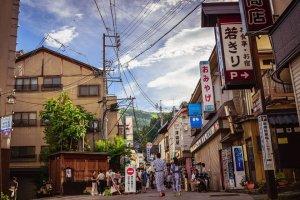 Воскресный утренний рынок в Нодзава Онсэн