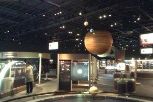 Главный выставочный зал буквально забит под завязку научными данными и информацией по истории астрономии.