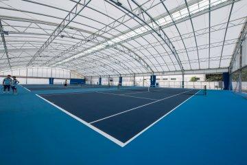 受網球冠軍伊達公子所啟發的標準網球場。