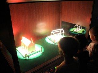 L'expérience avec les lumières est l'une des dizaines d'expositions interactives proposées