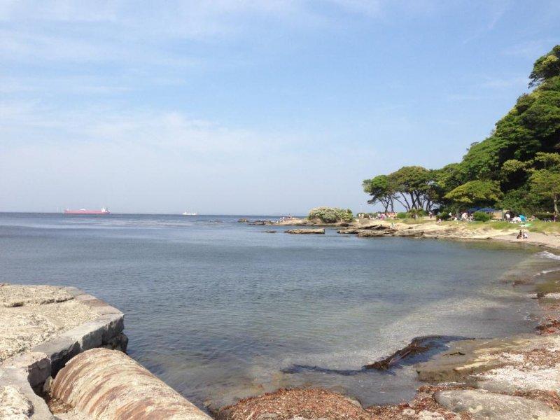 <p>여기는 観音崎(칸논쟈키)라는 곳입니다. 요코스카 시내에서 버스로 30분 정도 달리면 이렇게 확트인 바다가 나옵니다.</p>