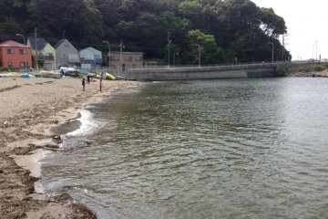 <p>한국의 해수욕장처럼 거닐수 있는 해변은 작았지만 작은 해변에서 조용히 바다를 즐기기엔 안성맞춤이 아닌가 생각했습니다.</p>