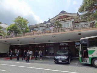 Tòa nhà chính bắt đầu phục vụ khách du lịch nước ngoài vào năm 1878