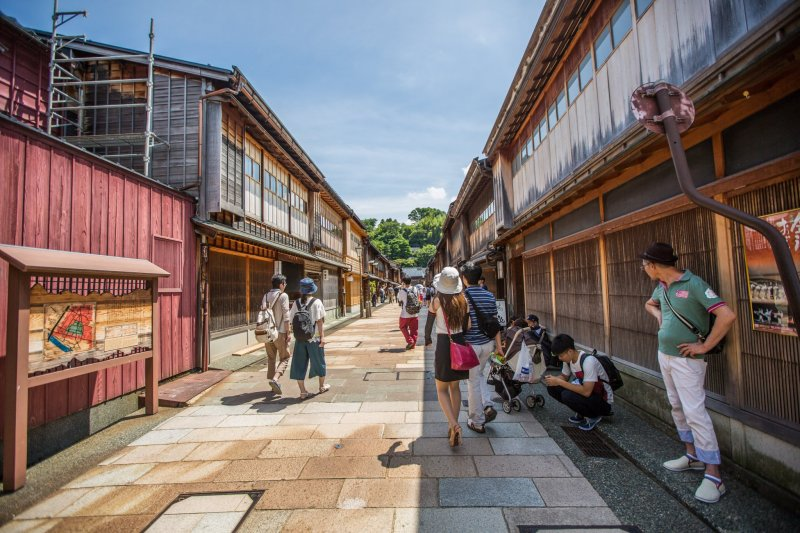 The main street filled with buildings of the Edo period.
