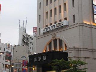 Lễ hội Tokyo Hotaru được tổ chức tại dòng sông gần trạm tàu Asakusa.